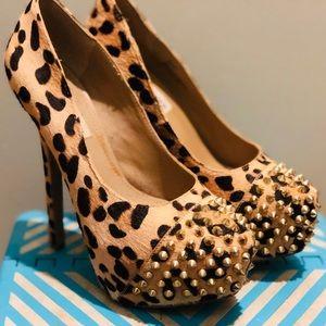 Steve Madden leopard pumps